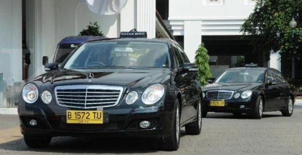 Taxi Mercedez Benz Silver Bird