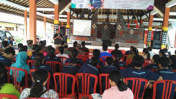 Presentasi Internet marketing bagi UKM Desa Sukawati - Bali