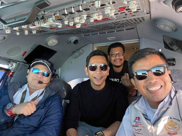 Cockpit Private Jet
